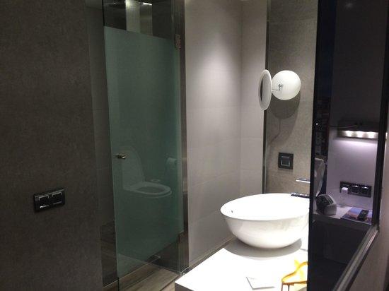 Hotel Vueling BCN by Hc: Wc y ducha separados