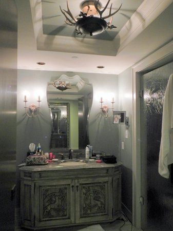 Grand Bohemian Hotel Asheville, Autograph Collection: bathroom has sep tub/shower