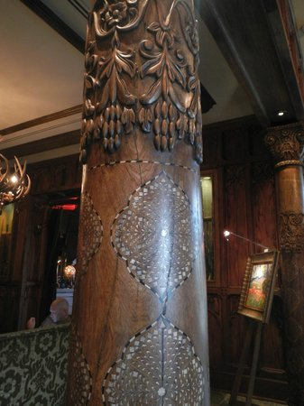 Grand Bohemian Hotel Asheville, Autograph Collection : wood columns in lobby