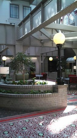 Crowne Plaza Indianapolis Downtown (Union Station): Cool lobby