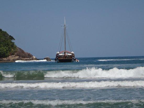 Dois Rios Village: Embarcação que leva de Abraão a Dois Rios