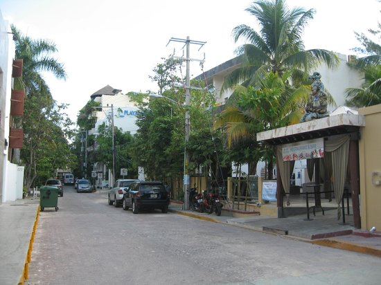 Playa Palms Beach Hotel: street view