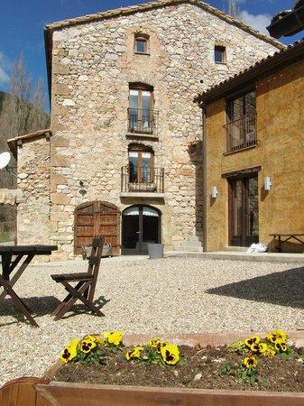 Cal Joan del Batlle: El hotel y las habitaciones