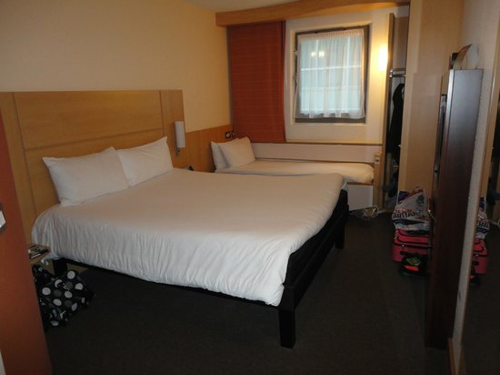 Ibis London City-Shoreditch: Family room- 1 double bed and 1 twin bed