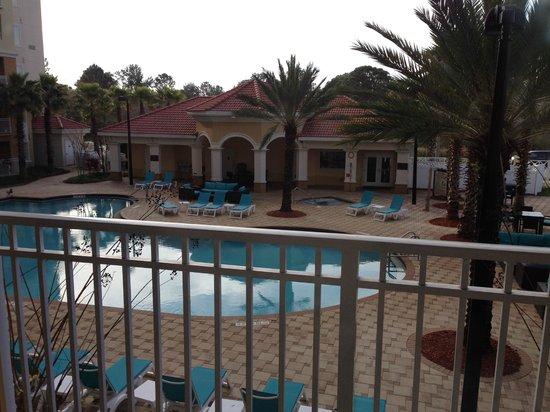 The Point Hotel & Suites : vista a la piscina