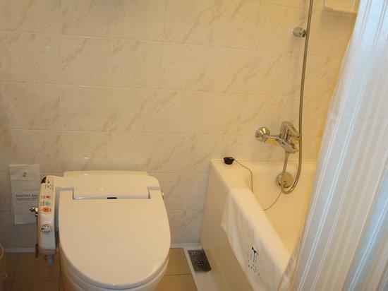 Park Hotel Tokyo: warm toilet sit