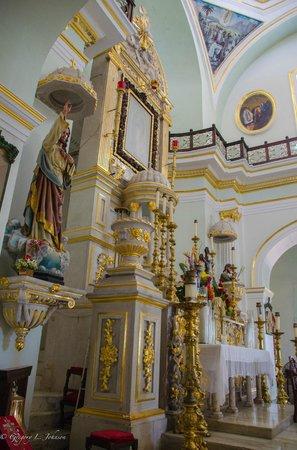 La Iglesia de Nuestra Senora de Guadalupe: Main altar area
