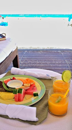 Ritz-Carlton Cancun: Lunch served to Cabana