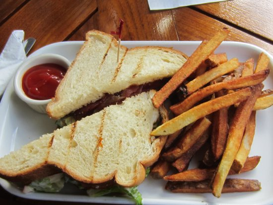 Yachtsman Grill: Lobster Sandwich and Fries