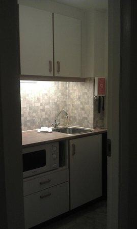 Castle House Luxury Apartments: Kitchenette