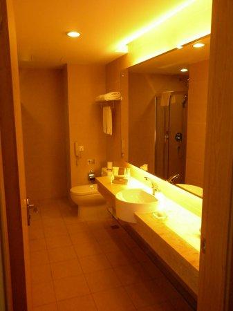 Guangzhou Bauhinia Hotel: Badrum