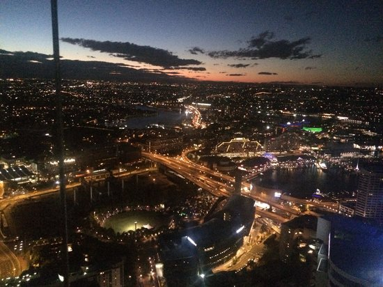 Meriton Suites World Tower, Sydney: Darling harbour and western view