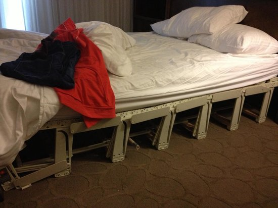 Delta Hotels Montreal: We booked a Queen room and ended up with this broken Murphy bed. What an awful sleep!