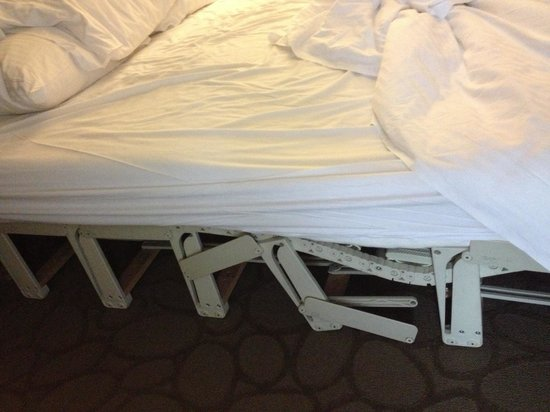 Delta Hotels by Marriott Montreal: We booked a Queen room and ended up with this broken Murphy bed. What an awful sleep!