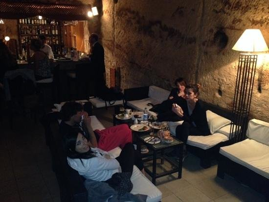 Petra Guesthouse: il bar antico