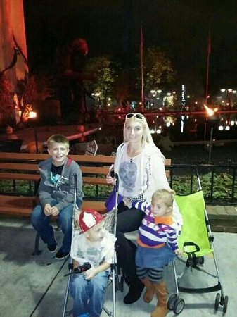 Six Flags Great America: night at fright fest
