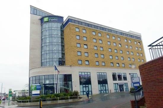 Holiday Inn Express London-Newbury Park: The Hotel