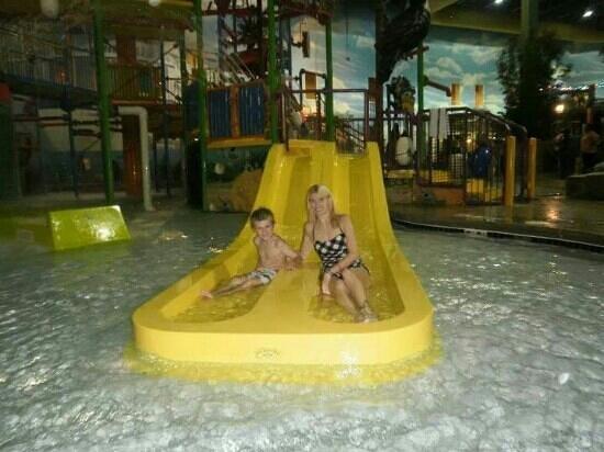 KeyLime Cove Indoor Waterpark Resort: kid slides