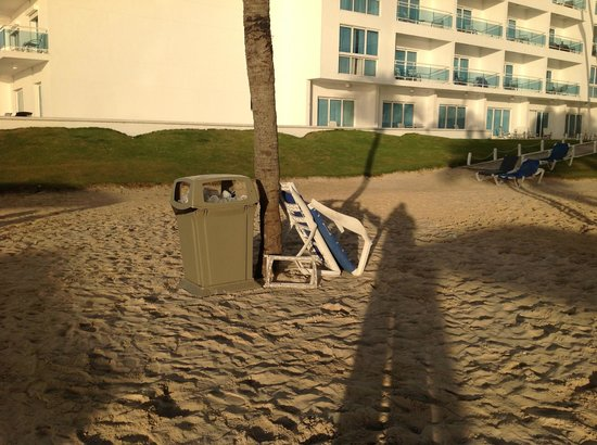 Be Live Experience Hamaca Suites : Broken chair on beach not picked for at least 4 days