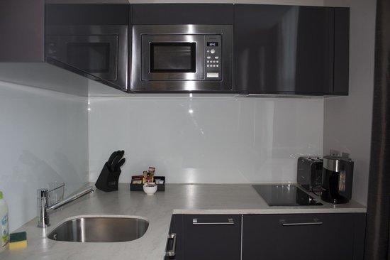 Fraser Suites Queens Gate: Cocina equipada
