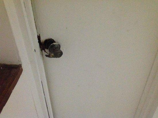 Be Live Experience Hamaca Suites : Broken door handle