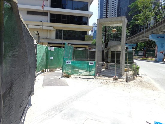 Concorde Hotel Kuala Lumpur : Tricky for pedestrians