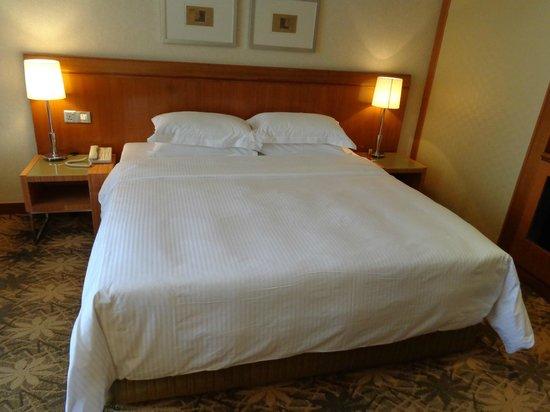 Concorde Hotel Kuala Lumpur : Comfy king bed