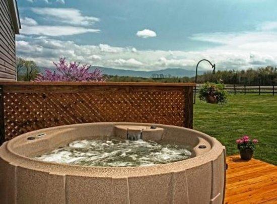 Outlanders River Camp : Adam's River House Hot Tub