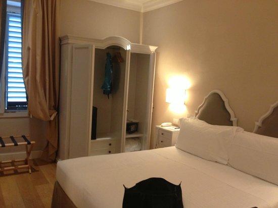 Hotel Rapallo: Spacious, Clean Hotel Room