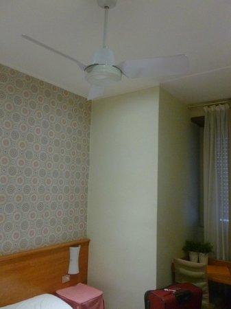 Hotel Bernina: Quarto