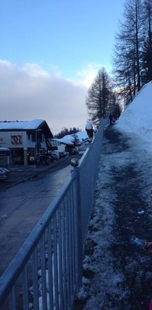 Austria Bellevue Hotel: The path up to the hotel from the village - good for legs workout, not great carrying skis!