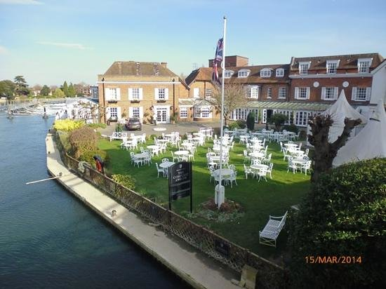 Riverside Restaurant: The Compleat Angler (from Marlow Bridge) on day of visit