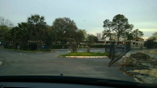 Motel 6 Gainesville : Driving to Parking Lot (once it was found)