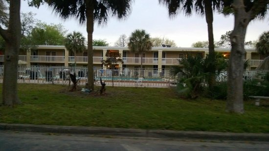 Americas Best Value Inn - I-75 Gainesville North : Pool Area - which was nice
