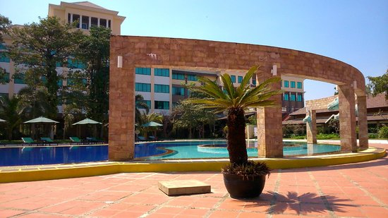 Pacific Hotel & Spa: The Poolside overlooking the Hotel