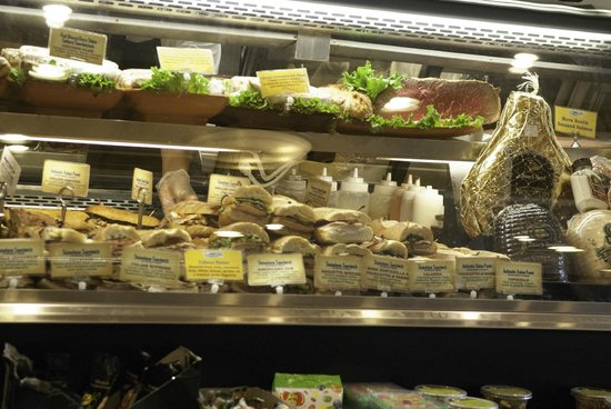 810 Deli Incorporated: Lots of choices