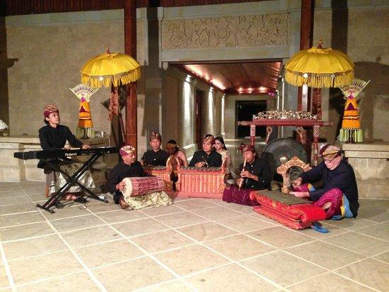 Amandari: July trip: Evening music performance