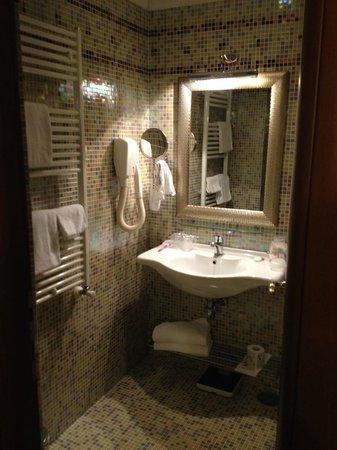 Aurelius Art Gallery Hotel : Banheiro