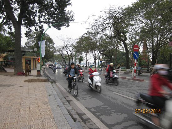 Busy road to cross to walk to West Lake