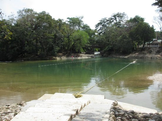 Hotel Nututun Palenque : Swimming area in river