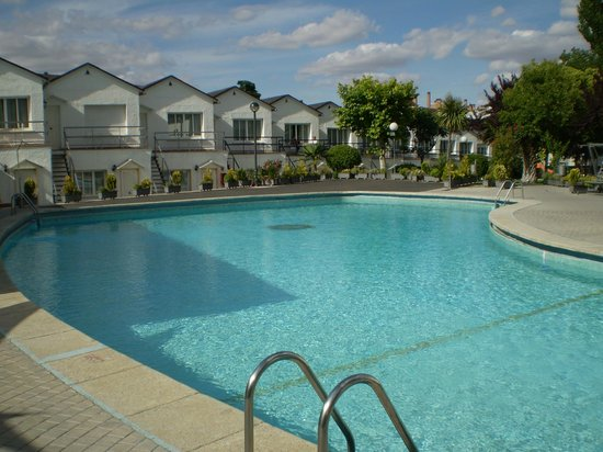 Hotel Osuna: piscina 1