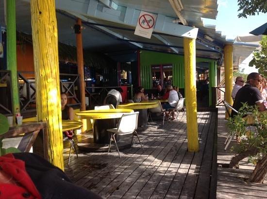 Pop's Place: een geweldige plek met perfecte maaltijden en vriendelijke bediening.