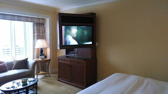 The Peninsula Chicago: Fold out TV