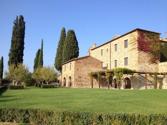 Castello Banfi - Il Borgo: Arredores do hotel