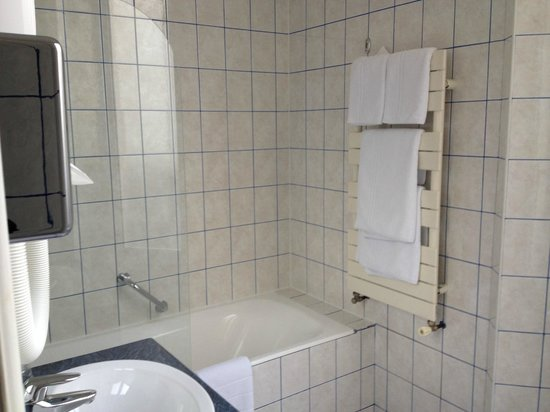 Hotel Peyris Opera: Banheiro