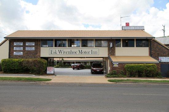 Esk Wivenhoe Motor Inn: Front motel