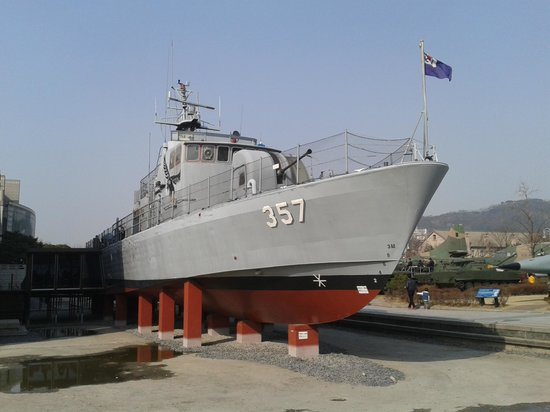 Monumento de Guerra de Corea: Navio exposto na área externa