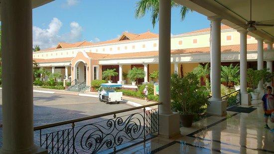 Grand Bahia Principe Punta Cana: Front Enterance