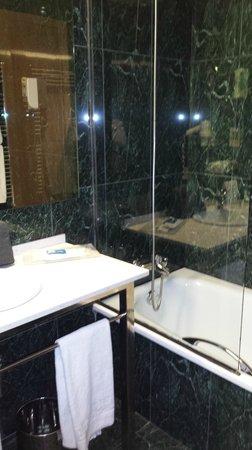 Hotel SB Icaria Barcelona: cuarto de baño