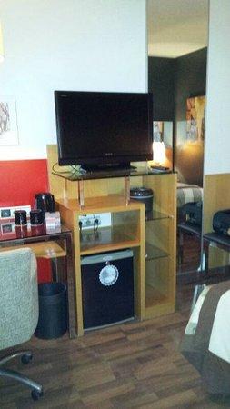 Hotel SB Icaria Barcelona: TV-escritorio